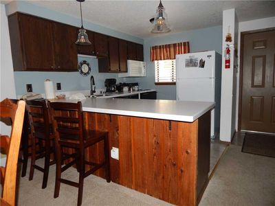 Photo for Ideal family vacation condo - clubhouse access, full kitchen and large living space