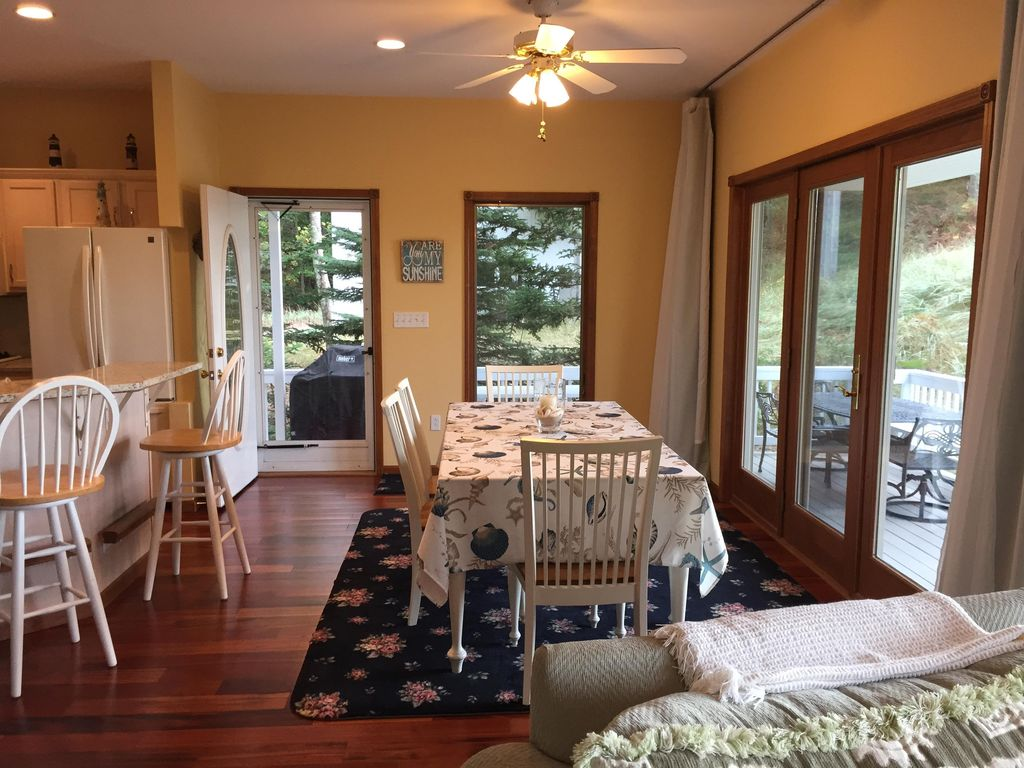 Lake michigan beachfront 4 bedroom home with fantastic for 7 bedroom house for rent in michigan
