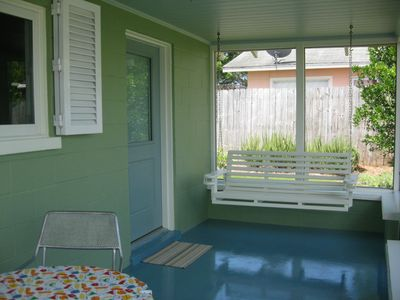 Hideaway front porch entry w/table/chairs for 2, original 1959 porch swing!