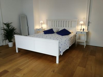 Photo for Nice rooms, spacious, garden view and free parking in the city center