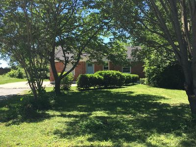2 baths with 5 beds, only 10 minutes from most downtown Nashville attractions!