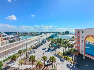 Photo for New Inside Large Top Floor Views of John's Pass in Beach Front Complex - Free Wifi - Beach Place 503