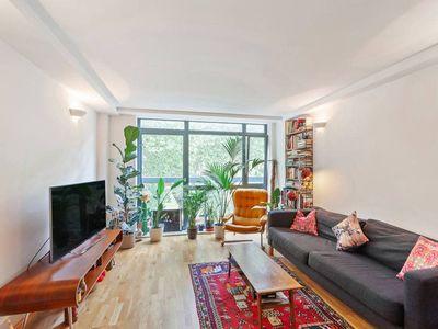 Photo for Elegant, Bright 2 Bed apt near Stoke Newington