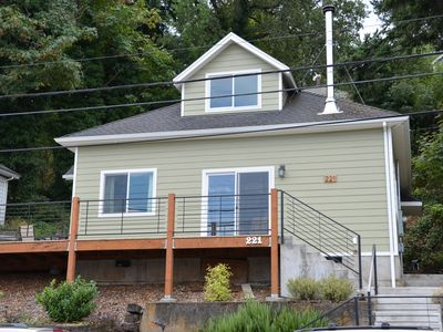 Photo for Located Downtown With Columbia River Views. Walk Everywhere!