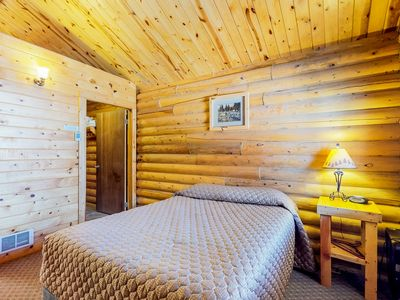 Photo for Cozy cabin for two w/ free WiFi & a well-equipped kitchenette