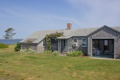 Direct WATERFRONT COTTAGE!