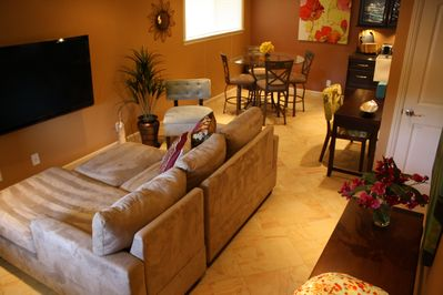 A perfect get away condo that feels like home! Impressive Plasma TV!
