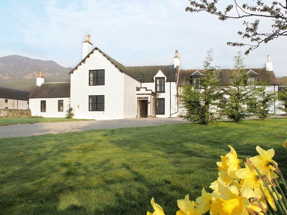 Large 7 bedroom scottish house sleeping up to 15 in beautiful