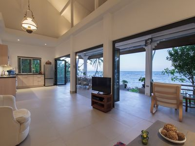 Photo for Tradewinds Beach Front House 2 BDRM