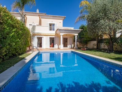 Photo for Beautiful South facing linked villa with pool close to Vale do Lobo