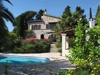 comfortable home with magnificent views of St Paul de Vence