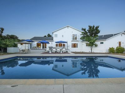 Photo for Beautiful 4 bed/6 bath Sonoma Vacation Estate, 3 miles from the Sonoma Plaza