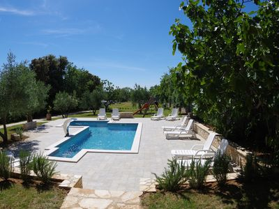 Photo for Family house with 12 apartments, shared pool and bbq, 200m from the beach