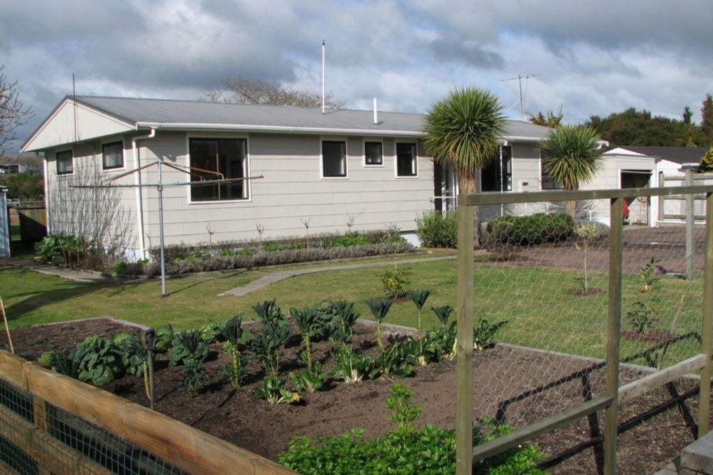 Family Home Near Geothermal Park **FREE WiFi**