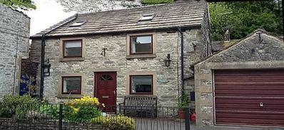 Photo for Well equipped holiday cottage in the centre of village, parking & pet friendly