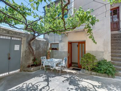 Photo for Ivna 2 apartment in Veli Lusinj with WiFi, air conditioning, shared terrace & shared garden.