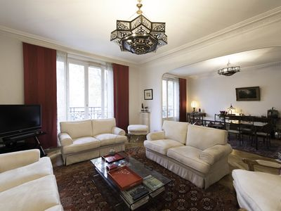 Photo for 3 bed apartment with tasteful Asian touches, 5 min to the metro (Veeve)