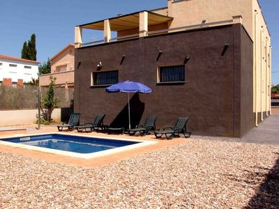 Photo for 4 bedroom Villa, sleeps 9 with Pool and Walk to Beach & Shops