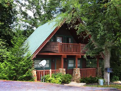 Photo for Luxury Cabin Located Minutes From Dollywood, Splash Country And Gatlinburg