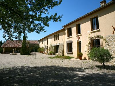 Photo for Beautiful house in a property 5 minutes from Cucuron beautiful village of Luberon