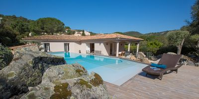 Photo for Charming villa with heated pool near Santa Giulia. PROMOTION AUGUST 25%