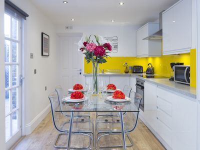 Photo for Charming Tower Bridge Apartment