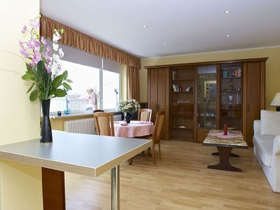Photo for Spacious Uhland apartment in Wilmersdorf with WiFi, balcony & lift.