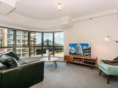 Photo for Luxury Apartment on Brisbane River. Private Balcony. Washer/Dryer. Free WiFi
