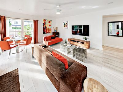 Living Area - Beautifully renovated, this ground-floor unit features  upgraded furnishings and modern decor.