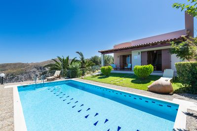 35 m² swimming pool with sun beds, an umbrella , pool side tables & sea view