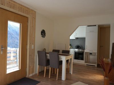 Photo for 2-bedroom Whng. Sunny quiet perfectly renovated kitchen ideal location TV.