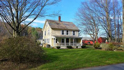 The Cliffview Farmhouse in the Heart of Horse Country!