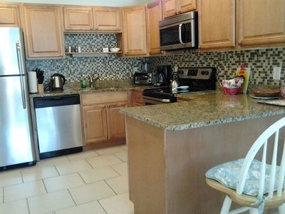 Photo for 5 minutes drive to nr Siesta Key  2BR/2BA condo Sienna Park. heated pool..