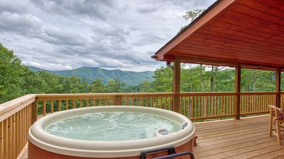 Enjoy the views from every direction as you relax in the 5 person Nordic hot tub