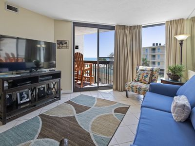 Photo for Inviting Condo, Multiple on-site pools with hot tub and splash pad, Beach-front