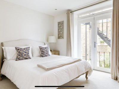 Photo for Immaculate Architect-designed 2-bed in Vibrant Fulham