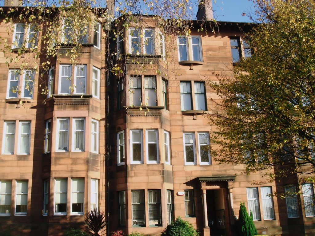 Luxe west end flat sleeps 2 4 leafy loca homeaway for Swimming pool west end glasgow