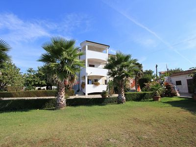 Photo for Apartment with one bedroom, air conditioning, garden, BBQ and large balcony with sea views