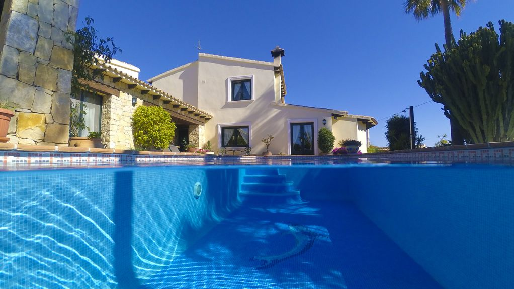 Luxusvilla am meer mit pool  Luxusvilla in Moraira | FeWo-direkt
