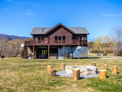Photo for Poppy's Hideaway on the Shenandoah River with huge lawns and hang-out areas