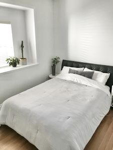 Photo for Modern immaculate suite in beautiful Vancouver