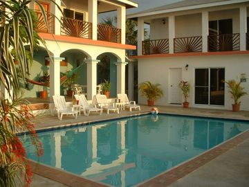 Huge Villa, More for the Money Best in the Area! Perfect Sunsets & Pool