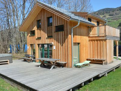 Photo for Chalet with sauna and jacuzzi, in a sunny location