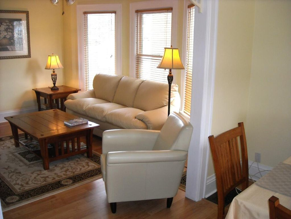 Maple Leaf House - Licenced Family Vacation Rental: 3 BR Vacation ...