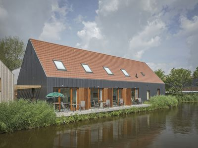 Photo for 2-person water residence in the holiday park Landal De Reeuwijkse Plassen - on the coast/the beach