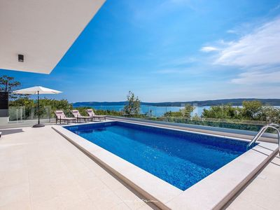 Photo for Modern luxury villa with pool near Crikvenica