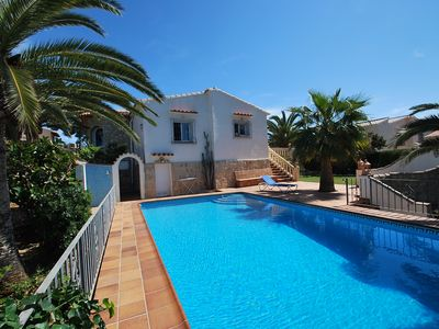 Photo for Wonderful holiday villa with private pool in central location