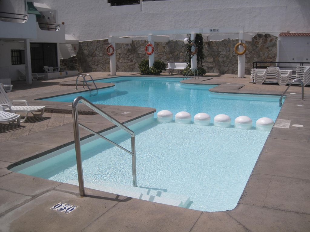 Spacious 2 bedroom apartment with large balcony in puerto - Sofas gran canaria ...