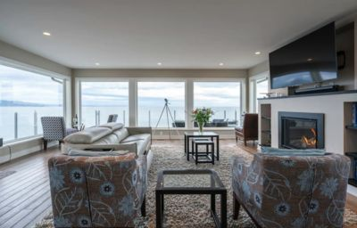 Photo for *10 Mile Point Stunning Oceanfront-LONG TERM RENTALS WELCOME!