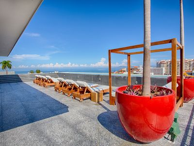 Photo for Stylish and Modern Condo at Oceana   Best Gym, Rooftop Pool, Old Town
